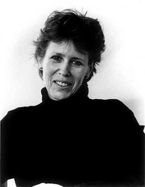 Marcia Williams je anglická autorka především dětských knih o W. Shakespearovi